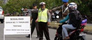 Kadınların Bacaklarını Açarak Motorsiklete Binmesi Yasak